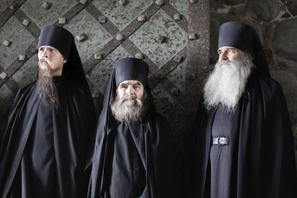 монахи православные