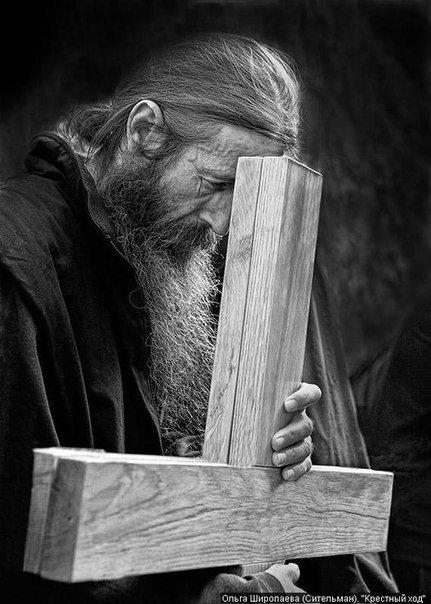 монах с Крестом