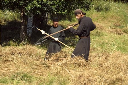 монахи на послушании