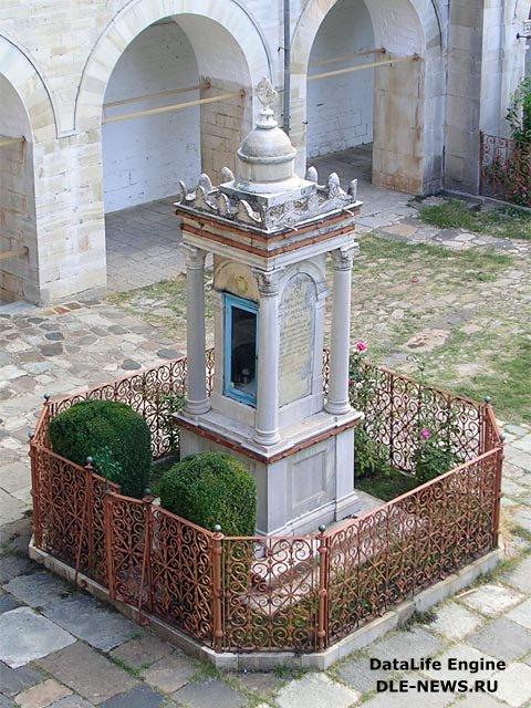Оптина Пустынь. Памятник Зографским мученикам